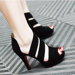 Giày cao gót quai chéo điệu đà