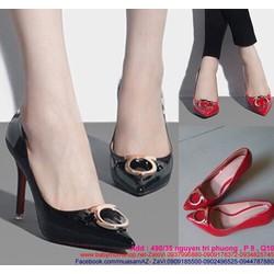Giày cao gót da bóng mũi nhọn đính tag khóa vàng sành điệu GCN224
