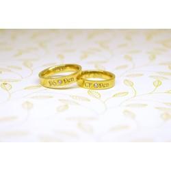 Nhẫn Titan đính hạt vàng khắc tên bằng laze theo yêu cầu