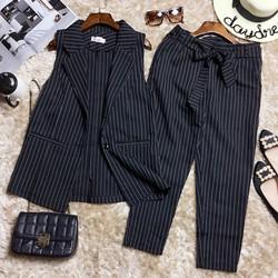 Set áo vest kẻ sọc sát nách và quần lửng phối dây belt