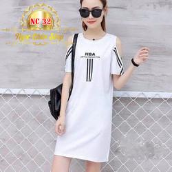 Đầm suông trắng trễ vai