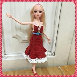 Búp bê công chúa khớp - đầm len đỏ cúp ngực viền trắng, dây chuyền hạt