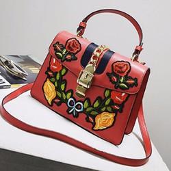 Túi xách GC thêu hoa màu đỏ