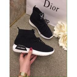 Giày thời trang nữ đen cao cổ chữ V