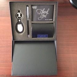 Bộ quà tặng gồm bút hộp đựng card móc khóa tông xuyệt tông