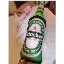 Gối ôm hình chai bia heineken