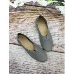 Giày slip on nữ chất liệu da bò