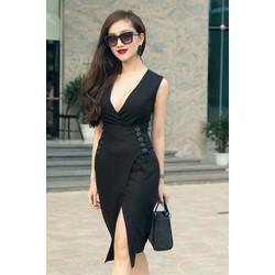 Đầm đen cổ khoét sâu xẻ đùi