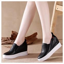 Giày độn đế tăng chiều cao trẻ trung, năng động