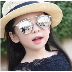 Mắt kính tráng gương chống nắng cho bé