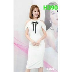 Đầm trắng Ngọc Trinh phối nơ