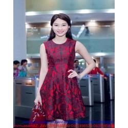 Đầm xòe thiết kế họa tiết nền đỏ nổi bật đẹp sang trọng