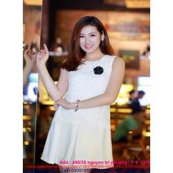 Đầm xòe nhẹ trắng trẻ trung phối ren sang trọng