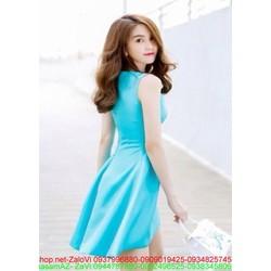 Đầm xoè màu xanh sát nách đuôi tôm dễ thương như Ngọc Trinh