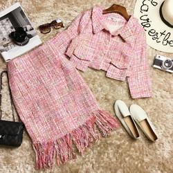 Set áo vest khoác lửng pha túi hộp và chân váy ôm tua rua HCC