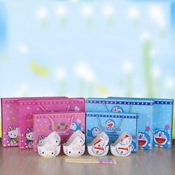 Set bát thìa hình Doraemon và Kitty chống nóng cực xinh cho bé
