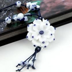 Dây chuyền hoa độc đáo