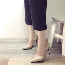 Giày cao gót kim tuyến lấp lánh
