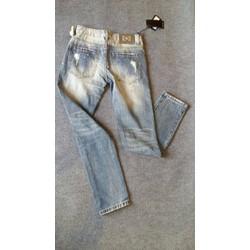 Quần jean vẩy sơn màu xanh bạc