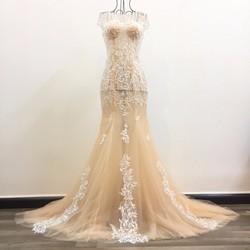 Váy cưới đuôi cá da, sang trọng với họa tiết ren nhánh nhỏ tinh tế