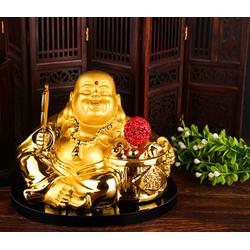 phong thủy xe hơi, tượng Phật Di Lặc cầm quả cầu đỏ và quạt