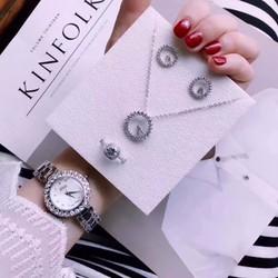 Đồng hồ thời trang đính đá nữ sang trọng và đẳng cấp