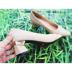 Giày cao gót 5cm, gót sành điệu.