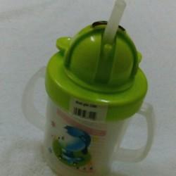 Dụng cụ tập uống cho bé hàng Việt Nam
