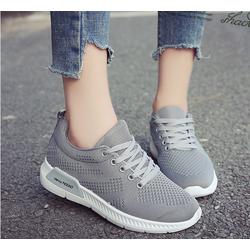 Giày sneaker nữ trẻ trung, năng động