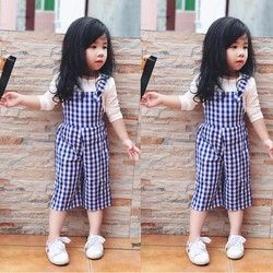 Set yếm caro xanh kèm áo cotton cho bé gái