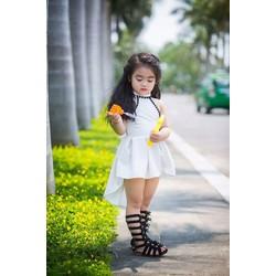 Đầm trắng đuôi tôm bé gái xinh yêu