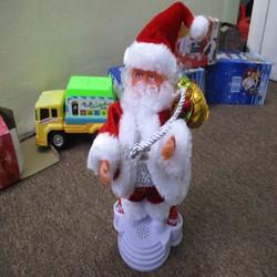 Đồ chơi ông già Noel đi tặng quà