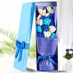 Hộp quà 2 gấu bông và hoa hồng sáp V.1 Màu Xanh Dương bởi Winwinshop88