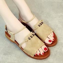 Giày sandal kiểu dáng cổ điển dễ dàng mang đồ 200