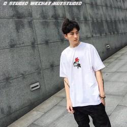 Áo thun trắng in hoa hồng siêu dễ thương