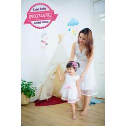 Đầm đôi mẹ bé ren trắng đi tiệc sang trọng