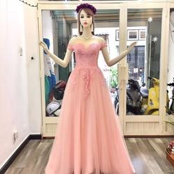 Váy cưới đuôi dài, màu hồng dâu tay con, cổ lưới da