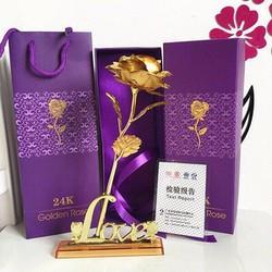 Hộp quà tặng hoa hồng vàng có đế love có hộp và túi xách như hình