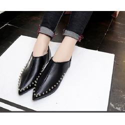Giày nữ đinh tán thời trang