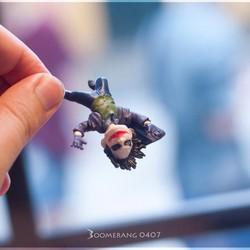 Móc khóa - Mô hình Joker treo ngược người