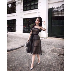 Đầm Xoè Ren Bi Tay Lỡ Quechi