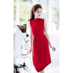 Đầm suông Ngọc Trinh thiết kế sát nách nhún eo