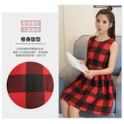 Đầm xòe caro đỏ đen