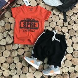 Set áo thun quần kaki bé trai
