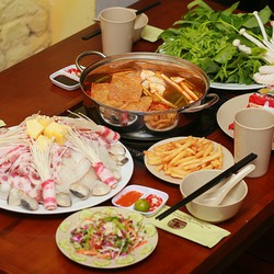 Set lẩu Thái Tom Yum  Hoa quả cho 4 người - Nhà hàng Nghiện Lẩu