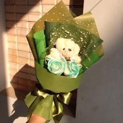 Hoa gấu bông sáp thơm xanh lá