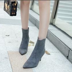 Giày boot cao gót mũi nhọn phối len 8cm