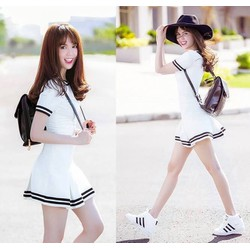Đầm xòe kiểu tay tay con đen viền trắng cá tính như Ngọc Trinh