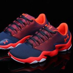 Giày thể thao màu đẹp ôm chân
