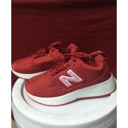 Giày thể thao nữ 2 màu đen và đỏ